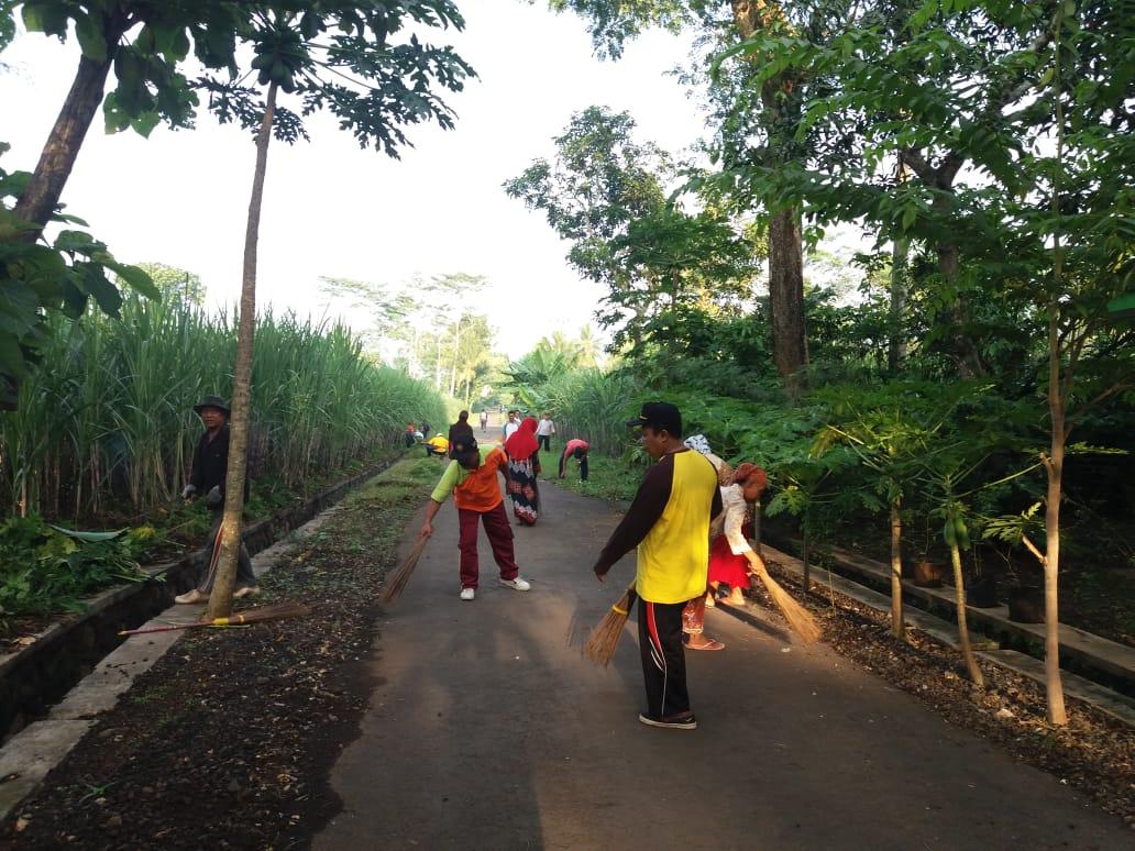 Kerja Bakti memperingati Hari Peduli Sampah Nasional (HPSN) Tahun 2020 di Kecamatan Kedungjajang Kab